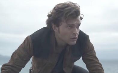 Han Solo sa so svojimi parťákmi chystá do nebezpečnej akcie. Bude Solo: A Star Wars Story vydareným vesmírnym dobrodružstvom?