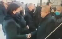 Harabin bol na pohrebe Lučanského bez rúška a negatívneho testu. Tvrdí, že ho polícia nekontrolovala, lebo ho poznajú