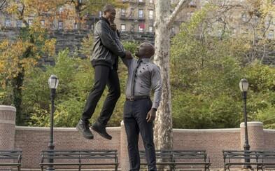Harlemský hrdina Luke Cage láka na blížiacu sa premiéru upútavkami plnými agresie
