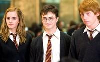 Harry Potter dostane ešte tento rok 2 nové knihy! Už v októbri sa fanúšikovia môžu tešiť na detailnejší pohľad do jeho čarodejníckeho sveta
