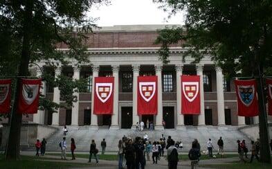 Harvard zrušil alespoň 10 studentům přijetí na univerzitu kvůli urážlivým meme obrázkům. Svoji budoucnost si pokazili i kvůli černému humoru