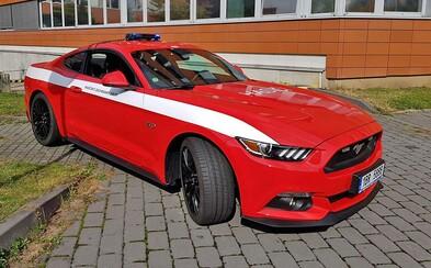 Hasiči v Česku dostali osemvalcový Ford Mustang GT. Na čo im americká hrubá sila poslúži?
