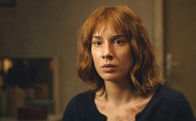 HBO natočilo v Česku napínavý krimi seriál. Táňa Pauhofová v ňom bojuje proti komunizmu počas Nežnej revolúcie