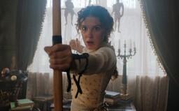Henry Cavill je Sherlock Holmes a Eleven ze Stranger Things jeho mladší sestra. Netflix vydal první fotky z očekávaného filmu