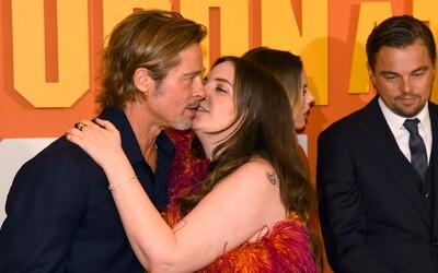 Herečka sa pokúsila pobozkať Brada Pitta, ľudia hovoria o sexuálnom obťažovaní