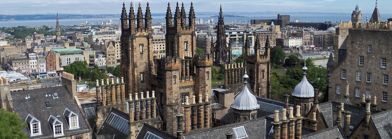 Historicky prvá britská homosexuálna svadba v kostole sa uskutočnila aj napriek výhradám. Škótska cirkev bude čeliť trestu