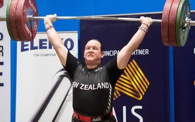 Historicky první novozélandská transgender vzpěračka ve svém debutu převálcovala soupeřky. Laurel vylepšila čtyři rekordy a dominantně zvítězila