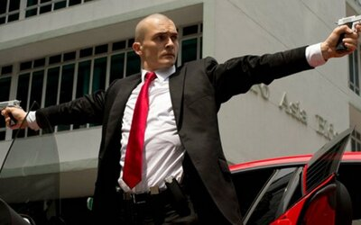 Hitman dostáva akciou nabitý prvý trailer, Agent 47 prelieva krv všade, kde sa dá