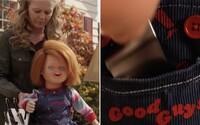 Hlavním hrdinou hororového seriálu Chucky bude homosexuální chlapec. Je tu první ukázka ze seriálu o vraždící panence