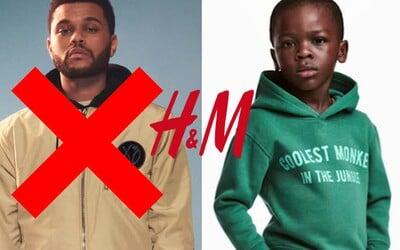 H&M čelí rasistickému skandálu kvůli nápisu na mikině prezentované malým černochem. Spolupráci ukončil i The Weeknd