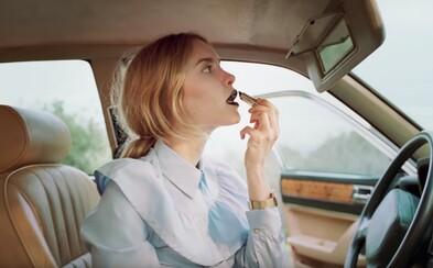H&M podporuje voľnosť v správaní a obliekaní sa žien novou reklamou na jesennú kolekciu
