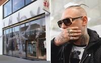 H&M použilo graffiti v reklame, potom ho označilo za vandalizmus. Sprejeri im teraz rozbíjajú predajne, vyjadriť sa stihol aj Separ