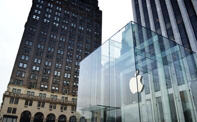 Hodnota firmy Apple překonala hranici 1 bilionu dolarů. Jde o první americkou společnost, které se to podařilo