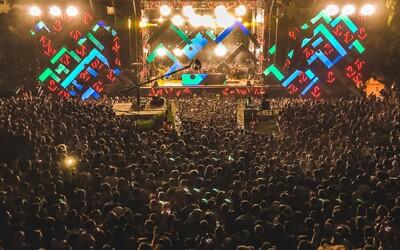 Holanďania chceli zorganizovať testovaciu párty pre 10-tisíc ľudí. Zdravotníci si ťukajú na čelo