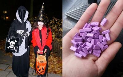Holčičky se z Halloweenu vrátily s 10 pilulkami extáze. Někdo jim drogy hodil do pytlíku se sladkostmi