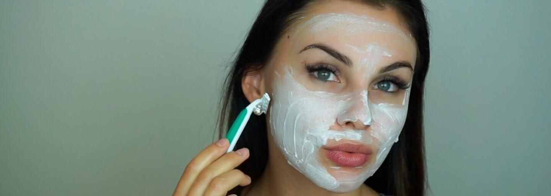 Holenie brady už nie je výsostne pánskou záležitosťou. Exfarmárka Jana Hrmová nám ukázala ako sa správne zbaviť ochlpenia tváre