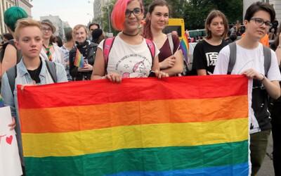 Homosexuálové v Řecku mohou legálně poskytovat náhradní péči o děti. Změna v zákoně posouvá zemi do 21. století