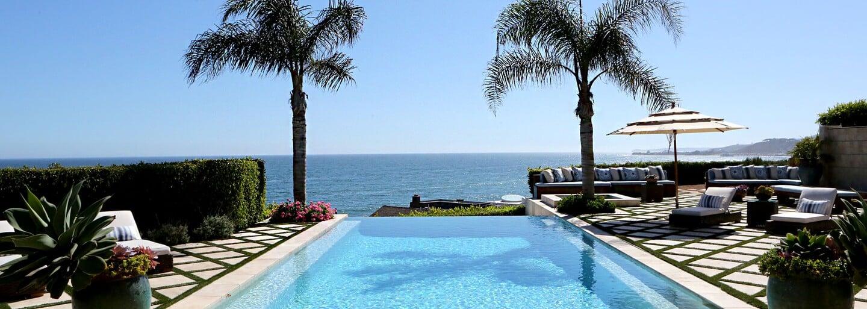 Honosný dům v Malibu, ve kterém vyrůstala božská Gigi Hadid, byl prodán za 17 milionů eur