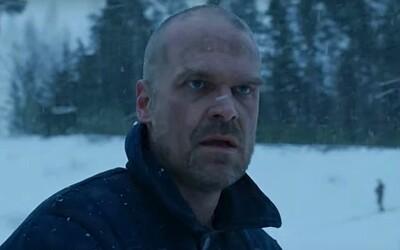 Hopper žije! 4. séria Stranger Things posiela pozdravy z Ruska, kde je obľúbená postava uväznená