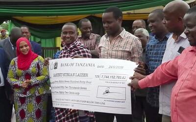 Horník z Tanzanie je multimilionář. Už podruhé vykopal vzácný drahokam
