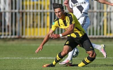 Hororové zranenie z mládežníckej Ligy majstrov. Hráč Dortmundu si tak skoro nezahrá