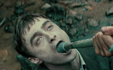 Hovoriaca a prdiaca super mŕtvola v podaní Daniela Radcliffa zabáva aj v necenzurovanom traileri pre šialenú dobrodružnú komédiu