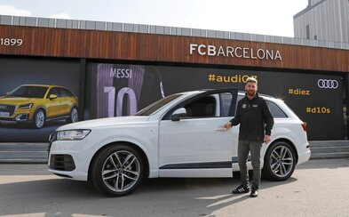Hráči FC Barcelona opäť raz dostali novučičké Audiny, tentokrát však boli relatívne skromní
