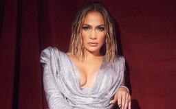 Hriešna Jennifer Lopez či The Weeknd s oblepenou tvárou. Tohtoročné American Music Awards priniesli skvelé outfity