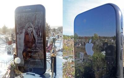 Hrob mladé Rusky zdobí obrovský pomník ve tvaru iPhonu. Místní se diví, co na hřbitově americký mobil dělá