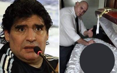Hrobár si poštval proti sebe snáď všetkých fanúšikov Maradonu: Zneuctil jeho pamiatku provokačnou fotkou