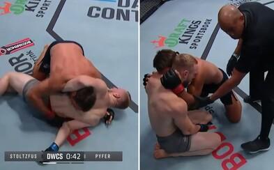 Hrozivé zranění z klece: MMA bojovník si při pádu vykloubil loket, vyděsil se i šéf UFC