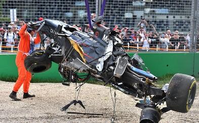 Hrozivo vyzerajúca nehoda na úvodnej Veľkej Cene v Austrálii
