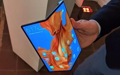 Huawei představil vlastní skládací telefon. Stojí 59 tisíc korun a konkurenčního Samsungu se nebojí