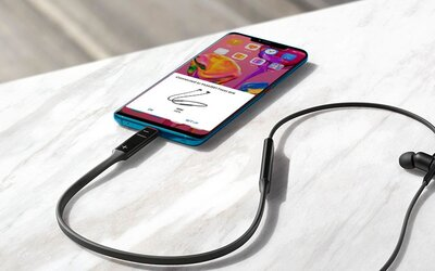 Huawei predstavuje revolučné slúchadlá, ktoré môžeš nabíjať priamo z telefónu