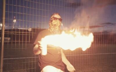 Hubatý Hugo Toxxx vydává diss na Mikea Trafika z PSH. Podívej se na ohnivý videoklip ze Strahova