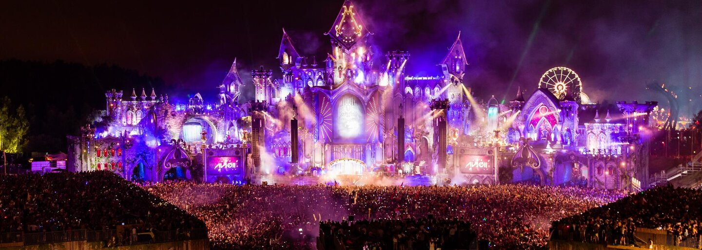 Hudba, lidé a zábava. Vychutnej si výběr těch nejlepších setů a fotografií z Tomorrowlandu 2015