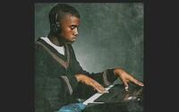 Hudobné piatky od Kanyeho sú späť. Začína ich peknou skladbou o skutočných priateľoch a ukážkou tracku s Kendrickom