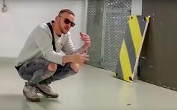 Hugo Toxxx draží obraz z videoklipu Kei. Zájemce momentálně nabízí 70 tisíc korun