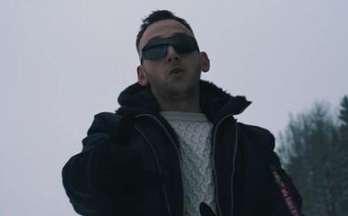 Hugo Toxxx vybavený sněžnicemi se v novém klipu prochází zimní krajinou. Zhlédni video k Private Mode