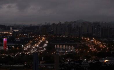 Hustý kouř z obrovského požáru Amazonského pralesa zahalil Sao Paulo do tmy přímo uprostřed dne