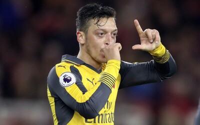 Hvězdný hráč Arsenalu Mesut Özil odmítl snížení platu o 12,5 %. Týdně vydělával 350 tisíc liber