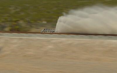 Hyperloop má za sebou verejnú skúšku pohonného systému. Za 1,1 sekundy nabral rýchlosť 187 km/h