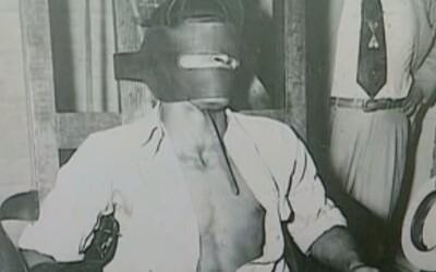 Iba 16-ročný chlapec prežil popravu elektrickým kreslom. Obhajoval ho najlepší priateľ obete