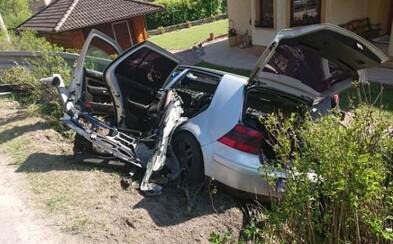 Iba 18-ročný Slovák tragicky havaroval. O život prišlo 14-ročné dievča, ďalší spolujazdec skončil s ťažkými zraneniami
