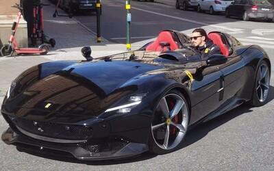 Ibrahimović byl v ulicích provětrat své luxusní Ferrari za 44 milionů korun. Čekala ho mastná pokuta