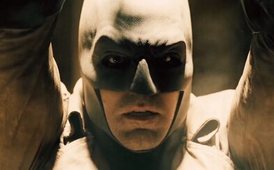 Ide o Batmanovu nočnú moru, alebo Superman v púšti naozaj odhalí jeho identitu?