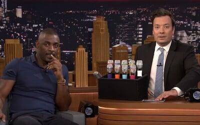 Idris Elba a Jimmy Fallon si skúsili zaspievať hity od Desiignera a Drakea v hre s upravenými mikrofónmi