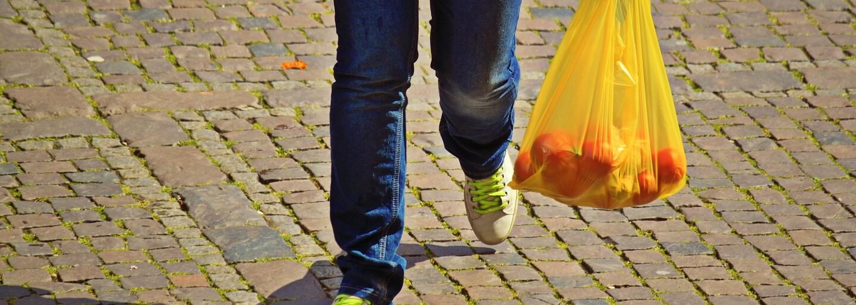 Igelitky už zdarma v obchodu nedostaneš. Nový zákon bojuje proti plýtvání