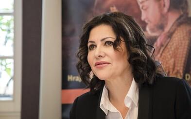 Ilona Csáková šíří konspirace: Nenechám si v rámci plošného testování šťourat v hlavě špejlí, napsala a obvinila Billa Gatese