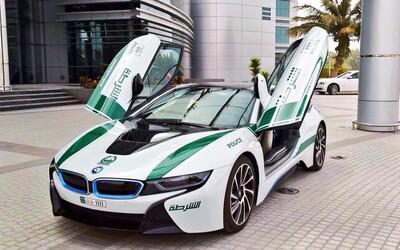 Impozantní flotilu dubajských super policejních aut doplní další exkluzivita - BMW i8!